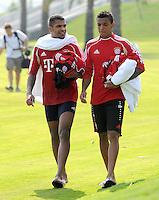 Fussball 1. Bundesliga:  Saison   2011/2012    Winter Trainingslager des FC Bayern Muenchen  03.01.2012 Breno (li) und Luiz Gustavo in Badeschlappen