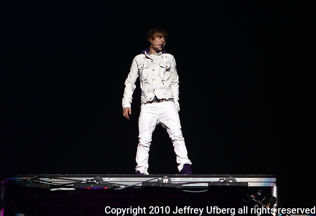 August 28, 2010 Newark, N.J.: Singer / Performer Justin Bieber performs at The Prudential Center on August 28, 2010 in Newark, N.J.