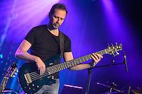 Nicolas Fiszman - Dominic Miller Band  im Hallenbad Wolfsburg am 28.May 2014. Foto: Rüdiger Knuth