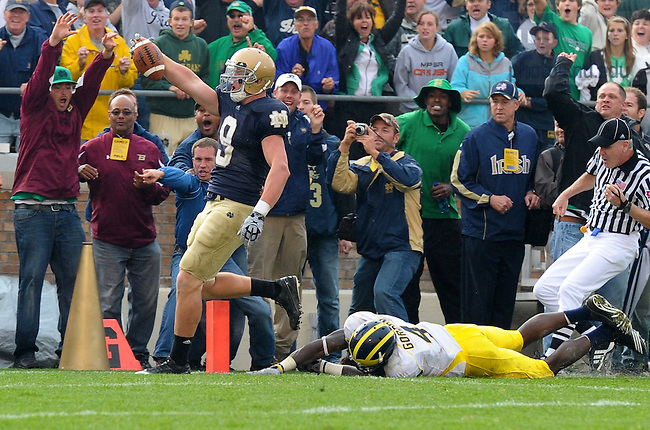 Tight end Kyle Rudolph scores to put the Irish ahead in the fourth quarter...Photo by Matt Cashore/University of Notre Dame