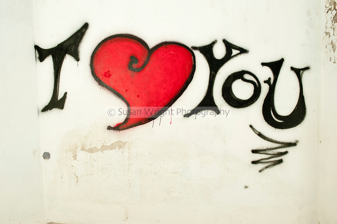 L love you граффити