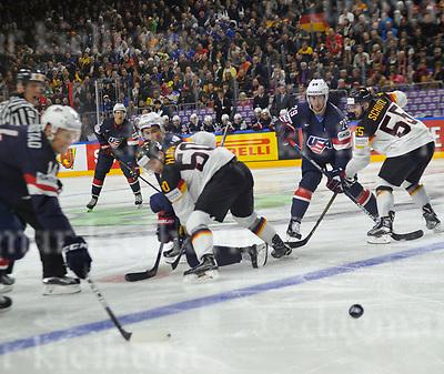 Friday, 5 May, 2017,Lanxess Arena , Cologne/GER<br /> IIHF World Hockey Championship 2017<br /> USA  vs  GER<br /> GER`s Felix Sch&uuml;tz faceoff vs Nelson Brock