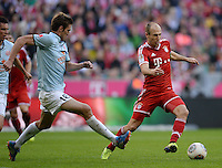 Fussball  1. Bundesliga  Saison 2013/2014  9. Spieltag FC Bayern Muenchen - 1. FSV Mainz     19.10.2013 Arjen Robben (re, FC Bayern Muenchen) am Ball gegen Stefan Bell (1. FSV Mainz 05)