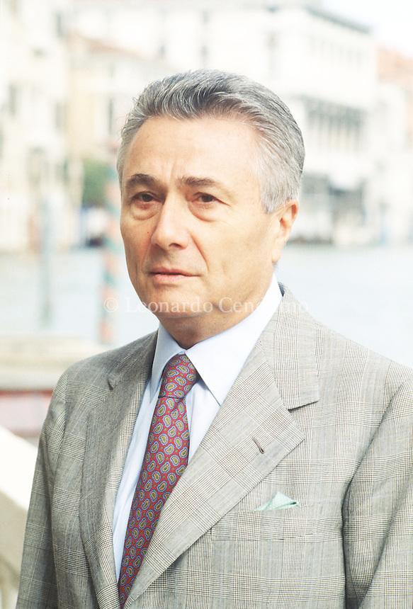 Alberto Arbasino è uno scrittore, saggista e giornalista italiano. Tra i protagonisti del Gruppo 63, la sua produzione letteraria ha spaziato dal romanzo alla saggistica.