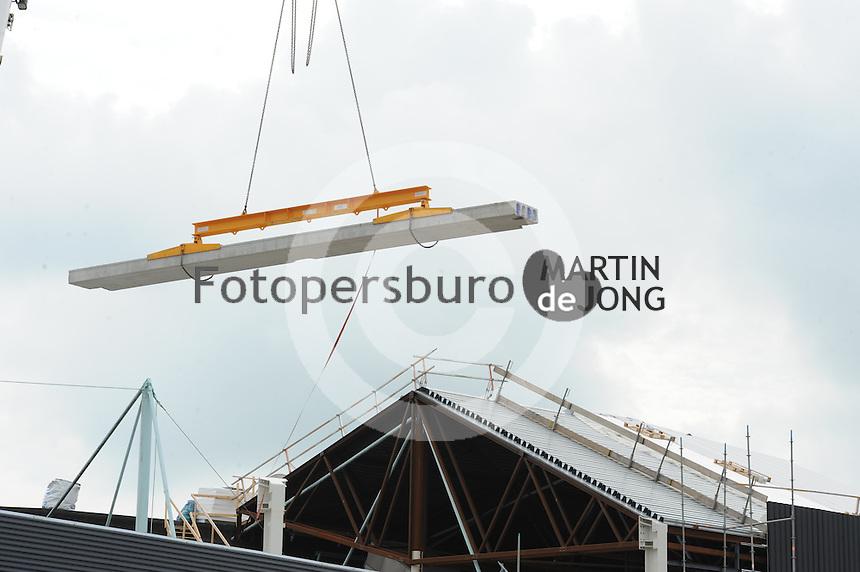SCHAATSEN: HEERENVEEN: IJsstadion Thialf, 11-08-2015, Ver(nieuw)bouw, ©foto Martin de Jong