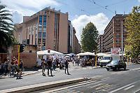 Roma 31 Agosto 2014<br /> Il mercato di Porta Portese in via Ippolito Nievo visto da Viale Trastevere
