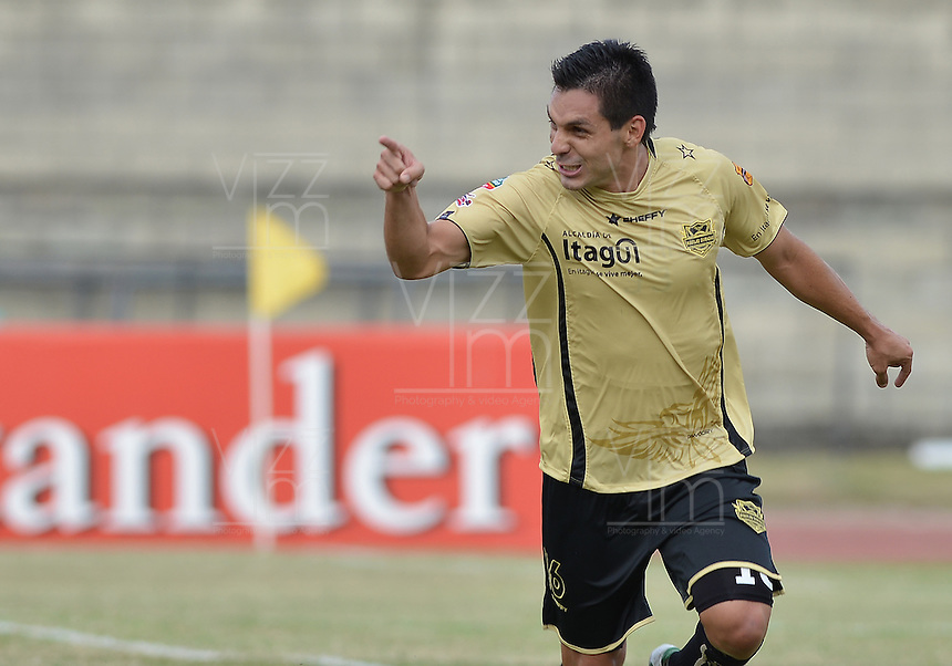ITAGUÍ -COLOMBIA, 30-07-2013. Jorge Aguirre de Itagüí celebra un gol ante J. Aurich durante partido de la primera fase en la Copa Total Sudamericana jugado en el estadio Metropolitano Ciudad de Itagüí./ Itagüi player Jorge Aguirre celebrates a goal against J. Aurich during match of the first phase of Copa Total Sudamericana played at Metropolitano Ciudad de Itagüi stadium. Photo: VizzorImage/ STR