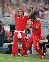 FUSSBALL   INTERNATIONAL   UEFA EUROPA LEAGUE   SAISON 2013/2014    Qualifikation, Rueckspiel VfB Stuttgart - HNK Rijeka      29.08.2013 Jubel zum 2:1, VfB-Trainer Thomas Schneider (li) und Co-Trainer Tomislav Maric (re)