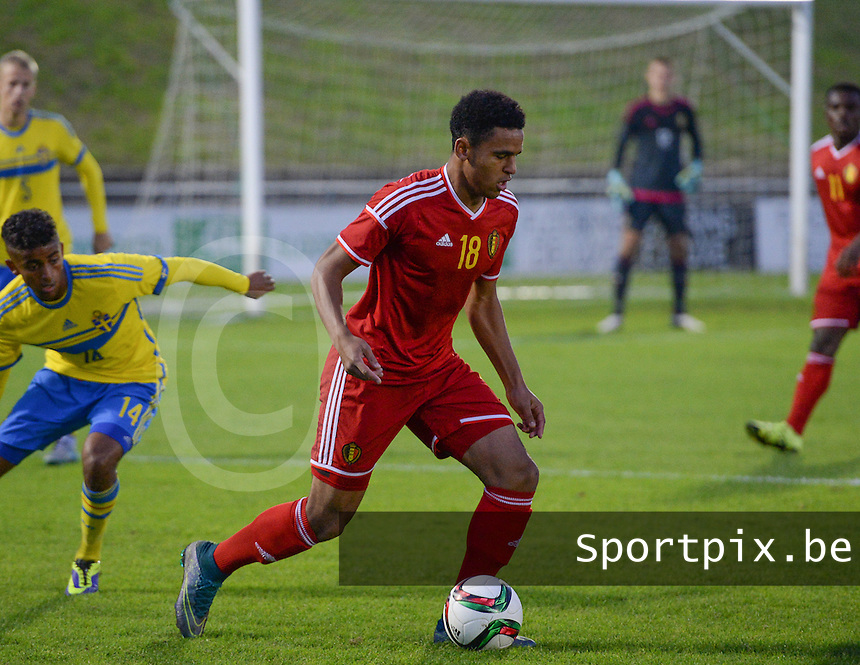 20151012 - DEINZE , BELGIUM  : Belgian Ryan Kabir Mmaee A Nwambeben (18)  pictured during the soccer match between Under 19 teams Sweden and Belgium , on the third and last matchday in group 13 of the UEFA Qualifying Round Under 19 in Deinze , Belgium . Monday  12 th October  2015 . PHOTO DAVID CATRY