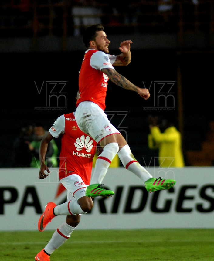 BOGOTA- COLOMBIA – 15-03-2016: Jonathan Gomez, jugador del Independiente Santa Fe de Colombia, celebra el gol anotado Cobresal de Chile, durante partido entre Independiente Santa Fe de Colombia y Cobresal de Chile, por la segunda fase de la Copa Bridgestone Libertadores en el estadio Nemesio Camacho El Campin, de la ciudad de Bogota.  / Jonathan Gomez, player of Independiente Santa Fe of Colombia, celebrates a scored goal to Cobresal of Chile, during a match between Independiente Santa Fe of Colombia and Cobresal of Chile,  for the second phase, of the Copa Bridgestone Libertadores in the Nemesio Camacho El Campin in Bogota city. VizzorImage / Luis Ramirez / Staff.