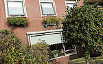 Foto: VidiPhoto<br /> <br /> OPHEUSDEN - Huize Avondrust in Opheusden, een verzorgingshuis met een reformatorische identiteit, is door de Inspectie voor Volksgezondheid op de vingers getikt. Op 44 van de 55 punten voldoet het verpleeghuis niet aan de gestelde normen. De laatste controle dateert van juli dit jaar. Inmiddels heeft de directie van Huize Avondrust de zorgpunten aangepakt. Het laatste bezoek van de inspectie, afgelopen maandag, zou daarom positief zijn uitgevallen.
