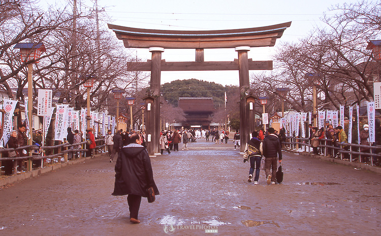 The enterance to Kounomiya Shrine before the beginning of the Naked Man Festival (Hadaka Matsuri) in Kounomiya, Nagoya.