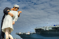 Unconditional Surrender (sculpture) by Seward Johnson resembling a photograph by Alfred Eisenstaedt, V–J day. USS Midway Aircraft Museum