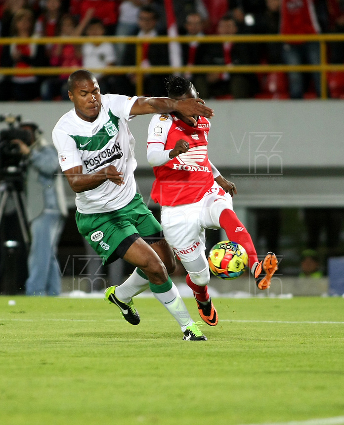 BOGOTA - COLOMBIA-17-07-2013: Jefferson Cuero (Der.) jugador del Independiente Santa Fe disputa el balón con Alexis Henriquez (Izq.) del Atletico Nacional durante partido en el estadio Nemesio Camacho El Campin de la ciudad de Bogota, julio 17 de 2013. Independiente Santa Fe y Atletico Nacional durante partido de vuelta por la final de la Liga Postobon I. (Foto: VizzorImage / Nestor Silva / Cont.).  Jefferson Cuero (L) player of Independiente Santa Fe fights for the ball with Alexis Henriquez (R) player of Atletico Nacional during game in the Nemesio Camacho El Campin stadium in Bogota City, July 17, 2013. Independiente Santa Fe and Atletico Nacional, during match for the second round of finals of the Postobon League I. (Photo: VizzorImage / Nestor Silva / Cont.).