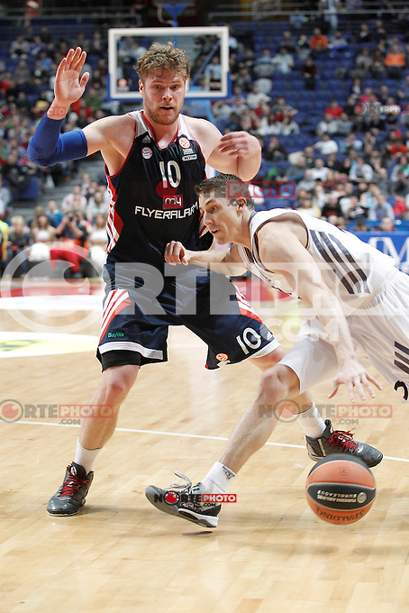 Basket Real Madrid´s Carroll and Bayern Munich´s Staiger (B) during Euroleague Basketball match in Palacio de los Deportes stadium in Madrid, Spain. January 15, 2014. (ALTERPHOTOS/Victor Blanco)