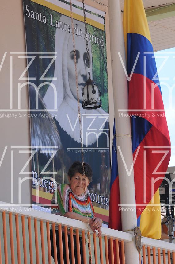 JERICO - COLOMBIA - 11-05-2013: María Laura de Jesús Montoya Upegui, mejor conocida como La Madre Laura, fue una misionara católica colombiana, fundadora de la Congregación de las Hermanas Misioneras de María Inmaculada y Santa Catalina de Siena, fue declarada beata de la Iglesia Católica en el año 2004,  En diciembre de 2012 se dio a conocer el veredicto por parte del grupo de evaluación del proceso de su canonización, la cual será el 12 de mayo de 2013. (Foto: VizzorImage / Cont.) Maria Laura de Jesus Montoya Upegui, better known as Mother Laura, it was a Colombian Catholic missionary, founder of the Congregation of the Missionary Sisters of Mary Immaculate and St. Catherine of Siena, was declared blessed by the Catholic Church in 2004, in December 2012 the verdict announced by the assessment group canonization process, which will be on May 12, 2013. (Photo: VizzorImage / Cont.).