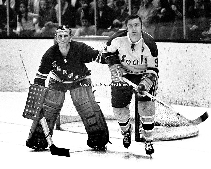 Seals Bill Hicke Ranger goalie Ed Giacomin.  (1970 photo/Ron Riesterer)