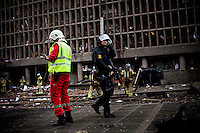 Oslo, Norway, 22.07.2011. Emergency personel and police Swat team are attempting to get an overview of the situation were the bomb was detonated. On 22 July 2011, Anders Behring Breivik bombed the government buildings in Oslo, which resulted in eight deaths. He then carried out a mass shooting at a camp of the Workers' Youth League (AUF) of the Labour Party on the island of Ut&oslash;ya where he killed 69 people, mostly teenagers. Photo: Christopher Olss&oslash;n. ..----------------------------..-ITALY OUT-..----------------------------