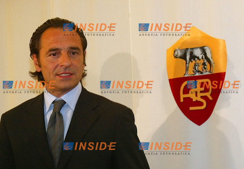 Roma 1/6/2004 <br /> Il nuovo allenatore della Roma Cesare Prandelli all'arrivo nella sala stampa di Trigoria, per la conferenza stampa di presentazione.<br /> <br /> A.S. Roma's new coach Cesare Prandelli arrives at the Trigoria training ground on the outskirts of Rome for the presensentation press conference. Prandelli took over as A.S. Roma coach after former manager Fabio Capello signed for Juventus last week. <br /> Photo Insidefoto Andrea Staccioli
