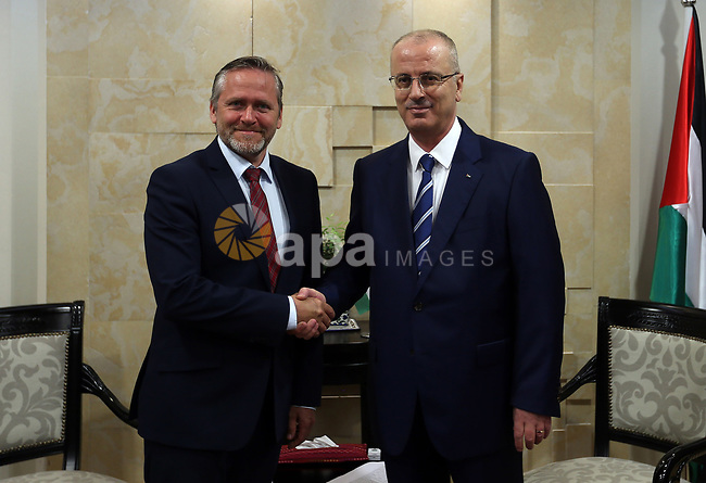 Palestinian Prime Minister, Rami Hamdallah, meets with Danish Foreign Minister Anders Samuelson, in the West Bank city of Ramallah, on May 18, 2017. Photo by Prime Minister Office