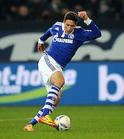 FUSSBALL   1. BUNDESLIGA   SAISON 2011/2012   18. SPIELTAG FC Schalke 04 - VfB Stuttgart            21.01.2012 Julian Draxler (FC Schalke 04) Einzelaktion am Ball