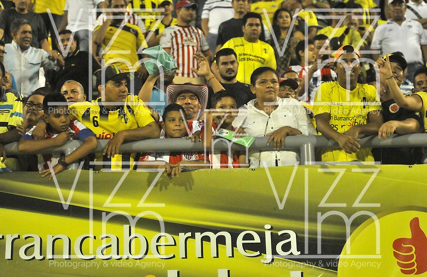 BARRANCABERMEJA- COLOMBIA- 25 -02-2016: Hinchas de Alianza Petrolera anima a su equipo, durante partido entre Alianza Petrolera y Atletico Junior, por la fecha 6 de la Liga Aguila I-2016 jugado en el estadio Daniel Villa Zapata de la ciudad de Barrancabermeja. / Fans of Alianza Petrolera, cheer for their team during a match between Alianza Petrolera and Atletico Junior, for the date 6 of the Liga Aguila I-2016 at the Daniel Villa Zapata Stadium in Barrancabermeja city, Photo: VizzorImage  / Jose D. Martinez / Cont. (Best Quality Available)