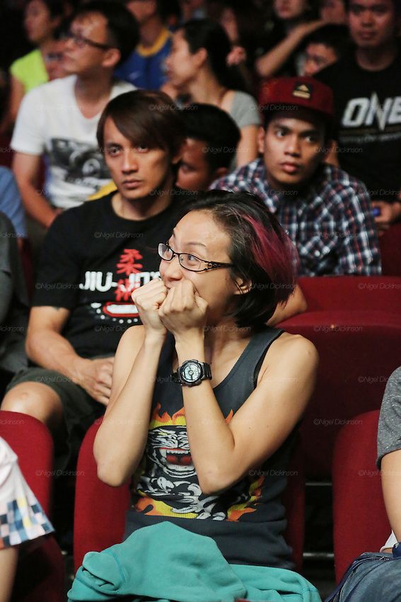 A female spectator seems to really get involved in the fight, from her mixture of emotions...<br />
