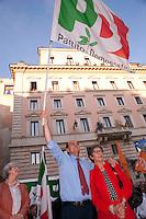 Roma  30 Maggio 2011. I partiti di centrosinistra festeggiano la vittoria delle elezioni comunali  in Italia al Pantheon con un comizio del segretario del Partito Democratico  Pier Luigi Bersani.. Pier Luigi Bersani e Anna Finocchiaro