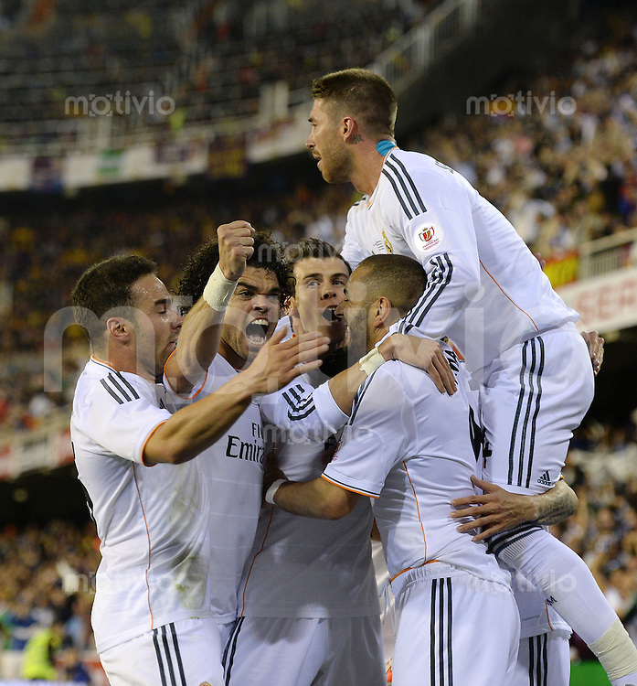 FUSSBALL  INTERNATIONAL Copa del Rey FINALE  2013/2014    FC Barcelona - Real Madrid            16.04.2014 JUBEL Real Madrid; Daniel Carvajal, Pepe, Gareth Bale, Karim Benzema und Sergio Ramos (v.li)