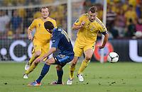 FUSSBALL  EUROPAMEISTERSCHAFT 2012   VORRUNDE Ukraine - Frankreich               15.06.2012 Jeremy Menez (li, Frankreich) gegen Andriy Shevchenko (re, Ukraine)