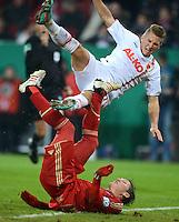 FUSSBALL  DFB-POKAL  ACHTELFINALE  SAISON 2012/2013    FC Augsburg - FC Bayern Muenchen        18.12.2012 Bastian Schweinsteiger (li, FC Bayern Muenchen) gegen Matthias Ostrzolek (FC Augsburg)