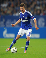 FUSSBALL   CHAMPIONS LEAGUE   SAISON 2012/2013   GRUPPENPHASE   FC Schalke 04 - Montpellier HSC                                   03.10.2012 Roman Neustaedter (FC Schalke 04) Einzelaktion am Ball