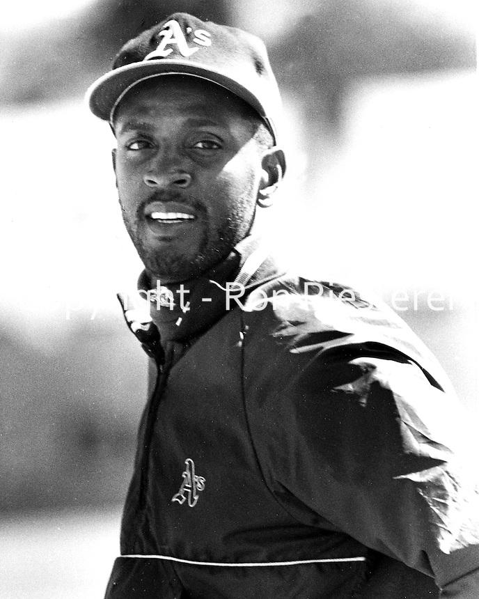 Ernest Riles, Oakland Athletics 1991<br />(photo/Ron Riesterer/Photoshelter)