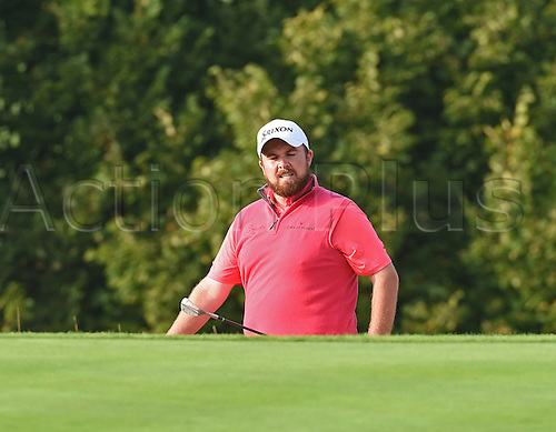 20.09.2014.  Newport, Wales. ISPS Handa Wales Open Golf. Day 3. Shane Lowry chips on to the green on the 18th