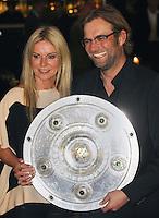 FUSSBALL   1. BUNDESLIGA   SAISON 2011/2012   34. SPIELTAG Borussia Dortmund feiert im Restaurant View in Dortmund die Meisterschaft am 05.05.2012 Juergen Klopp und Ehefrau Ulla