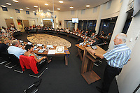 POLITIEK: JOURE: GEMEENTEHUIS: 26-08-2015, Gemeenteraad de Fryske Marren, kwestie asielzoekers Balk, dhr. Vreeman doet het woord namens de bewoners van Balk, ©foto Martin de Jong