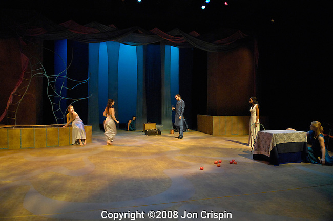 """Big Love""  Smith College..© 2008 JON CRISPIN .Please Credit   Jon Crispin.Jon Crispin   PO Box 958   Amherst, MA 01004.413 256 6453.ALL RIGHTS RESERVED."