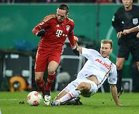 FUSSBALL  DFB-POKAL  ACHTELFINALE  SAISON 2012/2013    FC Augsburg - FC Bayern Muenchen        18.12.2012 Franck Ribery (li, FC Bayern Muenchen) gegen Ragnar Klavan (FC Augsburg)