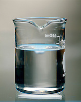 SUPERSATURATED SOLUTION - SODIUM ACETATE IN WATER: 3 of 6<br /> NaC2H302 Begins To Recrystalize<br /> NaC2H3O2 begins to recrystallize after seed crystal is added
