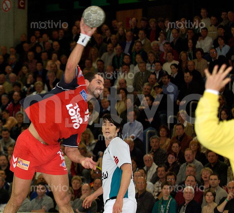 Handball Maenner 1.Bundesliga 2002/2003 Goeppingen (Germany) FrischAuf! Goeppingen - HSG Nordhorn Ian-Marko Filip (Nordhorn) beim Wurf