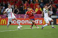 FUSSBALL  EUROPAMEISTERSCHAFT 2012   HALBFINALE Portugal - Spanien                  27.06.2012 Pepe (li) und Joao Moutinho (re, beide Portugal) gegen Pedro Rodriguez (Mitte, Spanien)