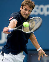 Tommy Robredo (ESP) (14) against Roger Federer (SUI) (1) in the fourth round. Federer beat Robredo 7-5 6-2 6-2..International Tennis - US Open - Day 8 Mon 07 Sep 2009 - USTA Billie Jean King National Tennis Center - Flushing - New York - USA ..© Frey Images, Barry House 20-22 Worple Road, London, SW19 4DH..Tel - +44 208 947 0100.Cell - +44 7843 383 012
