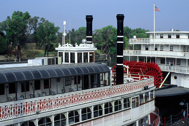 USA, CALIFORNIA, OLD SACRAMENTO, OLD PADDLE WHEELERS