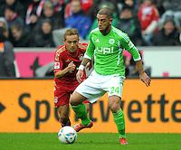 FUSSBALL   1. BUNDESLIGA  SAISON 2011/2012   19. Spieltag FC Bayern Muenchen - VfL Wolfsburg      28.01.2012 Rafinha (li, FC Bayern Muenchen) gegen Ashkan Dejagah (VfL Wolfsburg)