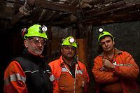 ITALIA Torino  Miniere di talco Val Chisone ITALIE Turin Mines de talc de la Val Chisone Groupe de mineurs a l'interieur des mines Italy Turin talc mines