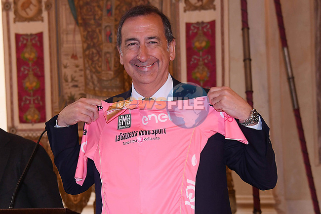 Nicola Lanzetta, Enel, gives the Maglia Rosa to Milan Mayor Giuseppe Salain in Milan's Galleria Vittoria Emanuele at the launch of the Giro d'Italia 2017. Milan, Italy. 20th April 2017.<br /> Picture: LaPresse | Cyclefile<br /> <br /> <br /> All photos usage must carry mandatory copyright credit (&copy; Cyclefile | LaPresse)