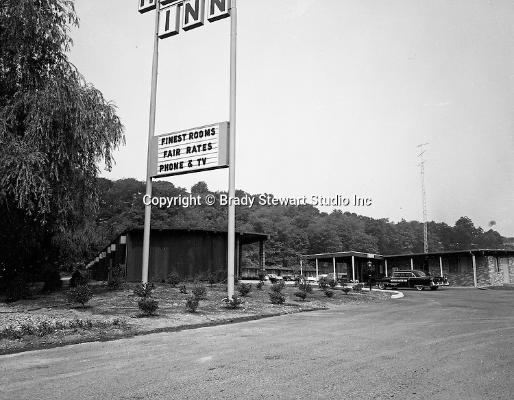 Pittsburgh PA:  View of the Montour Motor Inn on Route 60 in Robinson Township - 1962. Drivers saw Montour Motor Inn sign everytime you went to the Greater Pittsburgh Airport.