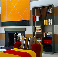 The horizontal stripes of colour on the walls, in the Paul Pagk artwork and the Pierre Charpin sofa create a sense of thematic, geometric unity