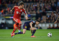 FUSSBALL  CHAMPIONS LEAGUE  HALBFINALE  RUECKSPIEL  2012/2013      FC Barcelona - FC Bayern Muenchen              01.05.2013 Mario Mandzukic (li, FC Bayern Muenchen) gegen Marc Bartra (re, Barca)
