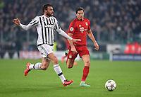 FUSSBALL CHAMPIONS LEAGUE  SAISON 2015/2016 ACHTELFINAL HINSPIEL Juventus Turin - FC Bayern Muenchen             23.02.2016 Andrea Barzagli (li, Juventus Turin) gegen Robert Lewandowski (re, FC Bayern Muenchen)